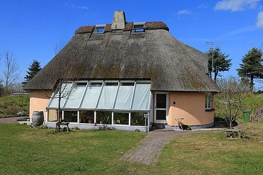 Straw bale house x - Dyssekilde økolandsby ecovillage Denmark