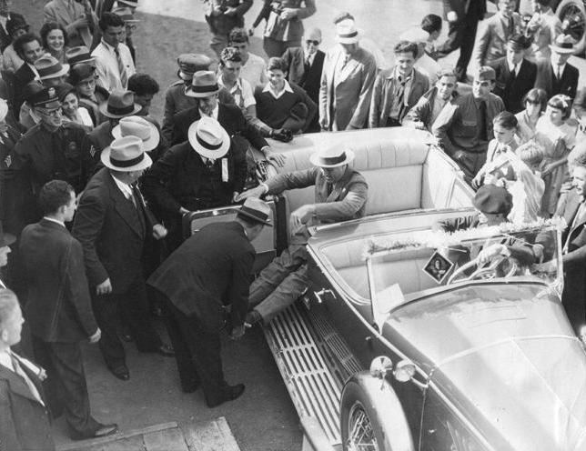 FDR-Exiting-Car-1932