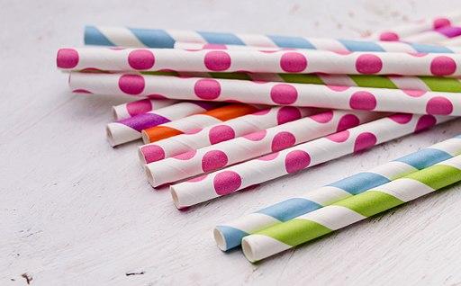 Bright colorful paper straws (35337269544)