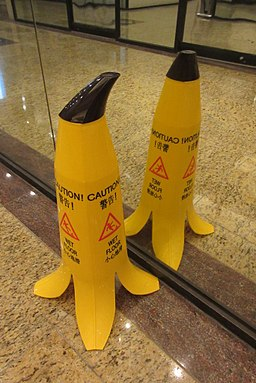 HK Sheung Wan mall interior Wet Floor sign n mirror Oct 2017 IX1