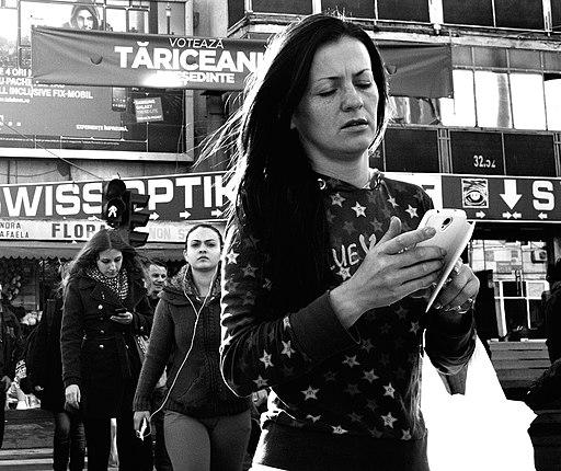 Smartphone Zombie Girls (15773553090)