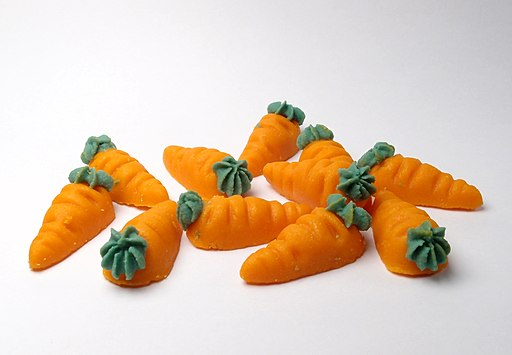 Marzipan carrots for carrot cake