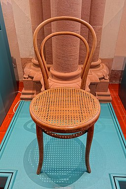Chair No. 14, Thonet, design 1859, manufactured c. 1920, bentwood beech, walnut stain, woven cane seat - Germanisches Nationalmuseum - Nuremberg, Germany - DSC03037