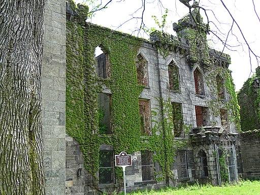 Ruins of 19th-Century Smallpox Hospital - Roosevelt Island - New York City - USA - 01 (41147019525)