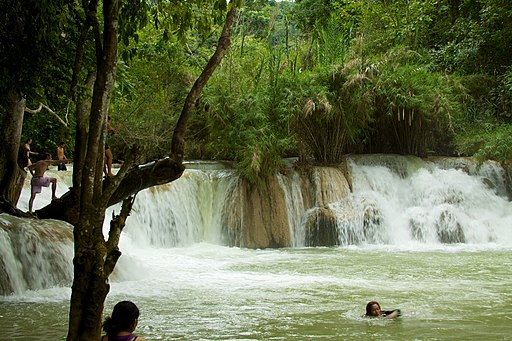 Laos - Kuang Si waterfall 07 - beautiful swimming pool (6579632711)